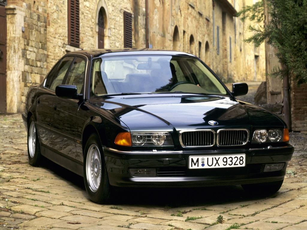 BMW 750i (E38)