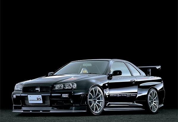 Тюнингованный Nissan Skyline на нестандартных дисках