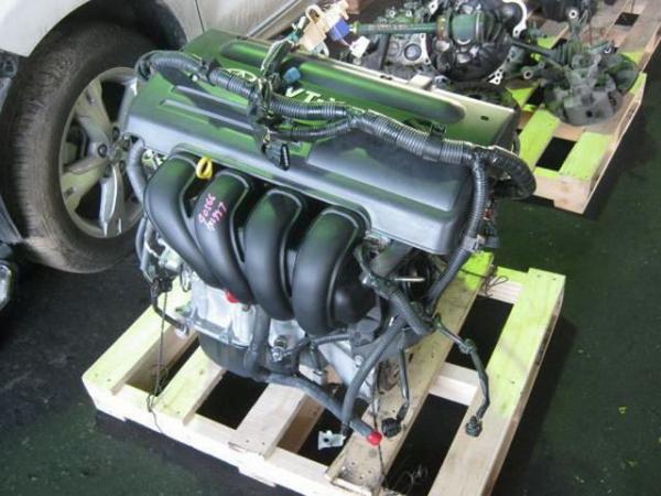 На фото - контрактный двигатель Toyota