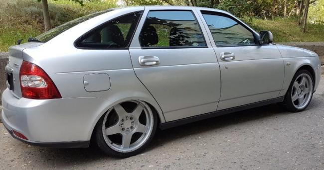 Диски R17 на Lada Priora - установка подобных колес однозначно увеличит расход бензина