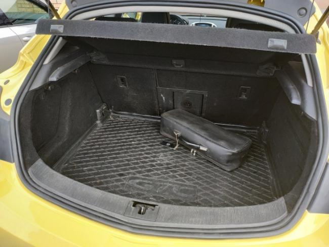 Opel Astra J GTC - три плюса и девять минусов