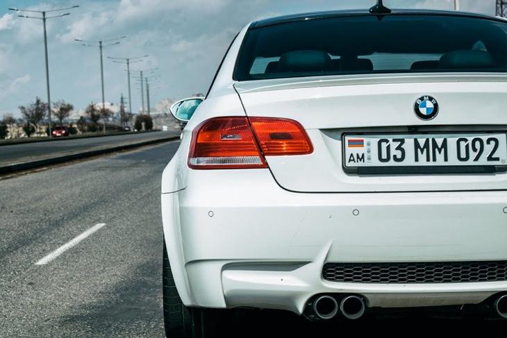 Автомобиль с армянскими номерными знаками