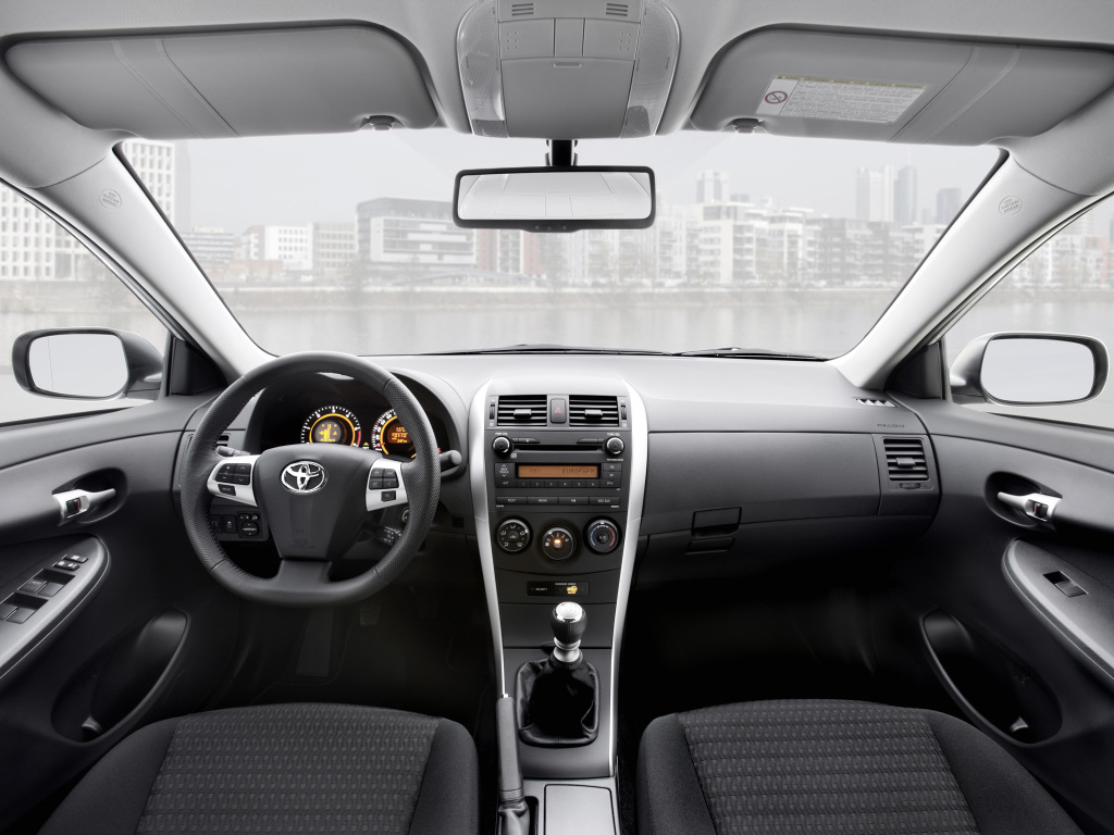 Интерьер Toyota Corolla E150