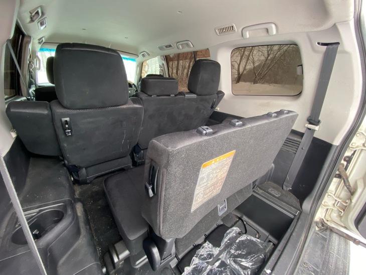 Третий ряд сидений вынули из пол багажника
